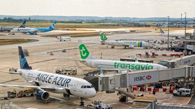 French air traffic control strike disrupts hundreds of flights