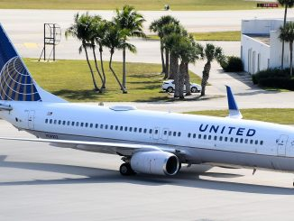 United Airlines Boeing 737 in Florida