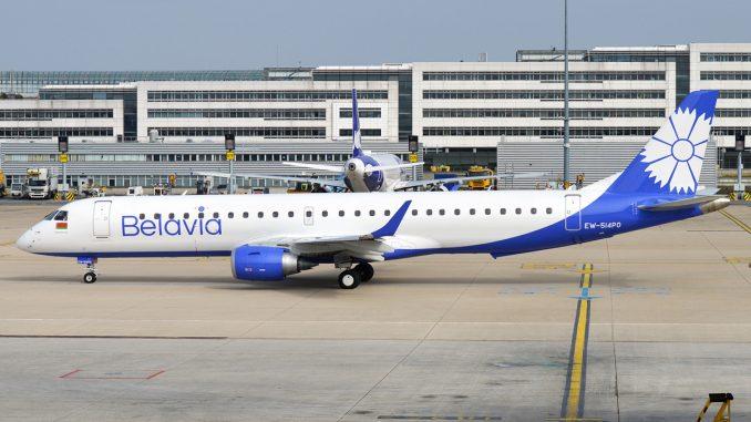 Passengers reveal journalist's panic during plane 'hijacking'
